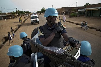 Des policiers de l'ONU en patrouille dans les rues de Gao, au Mali. Photo MINUSMA/Marco Dormino