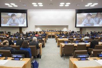 La conférence des Nations Unies pour la négociation d'un instrument juridiquement contraignant d'interdiction des armes nucléaires, menant à leur élimination totale. À l'écran, Izumi Nakamitsu, Haute Représentante de l'ONU pour les affaires de désarmement.