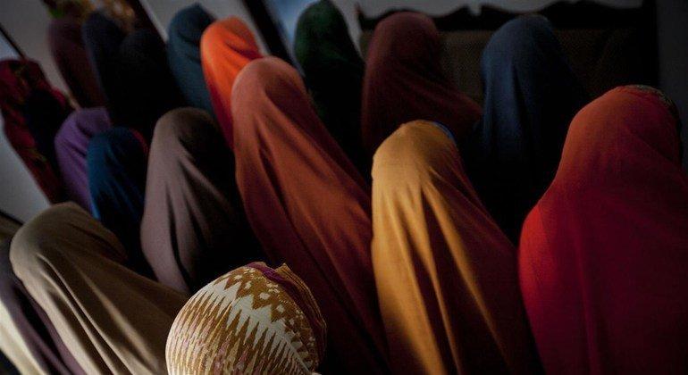 Mujeres en un refugio para víctimas de violencia sexual y de género en Mogadishu, Somalia.