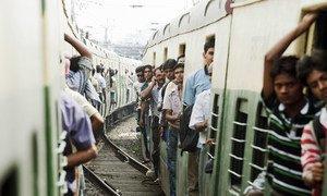 Пассажиры  поезда в Индии. Фото ООН