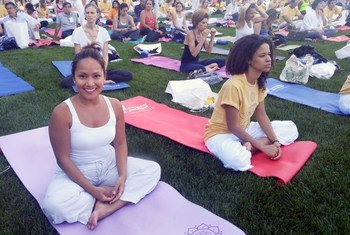 Selon l'OMS, le yoga est à la fois une activité physique et un moyen efficace de gérer le stress.