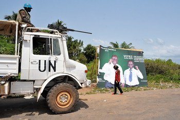 Peacekeepers of the UN Operation in Côte d'Ivoire (UNOCI) provide security as legislative by-elections took place in Grand Laho in 2011.