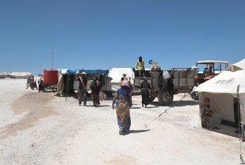 Desplazados que dejaron sus hogares en la ciudad de Raqqa. Foto: ACNUR/Bassam Diab