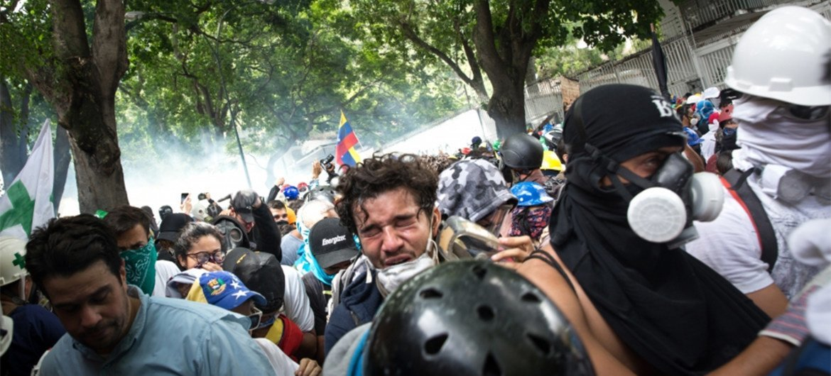 Protesters in La Castellana, an eastern Caracas neighborhood in Venezuela, run away from the tear gas bombs, fired by the National Guard and the National Bolivarian Police. 18 May 2017.