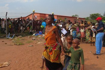 Mujeres y niños de República Democrática del Congo llegan a Angola huyendo de ataques de milicias en la provincia de Kasai. Foto: ACNUR/Pulma Rulashe