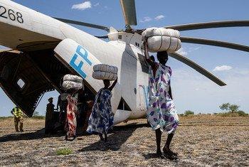 Alimentos del PMA llegan a África para ser distribuidos en los campamentos. Foto: UNICEF/Hatcher-Moore