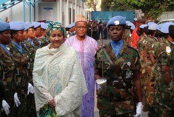 La vicesecretaria general de la ONU, Amina Mohammed, junto al jefe de la MONUSCO, Maman S. Sidikou.