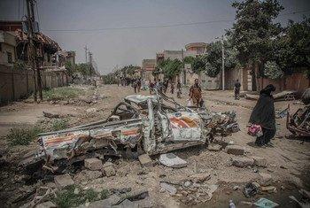 Des familles fuyant le quartier de Yarmouk dans l'ouest de Mossoul, en Iraq.