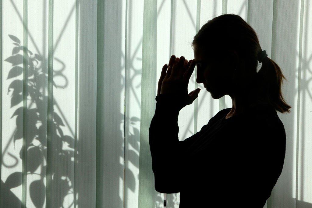 Une jeune fille de 18 ans attirée à Almaty, au Kazakhstan, pour travailler comme femme de ménage mais obligée de devenir travailleuse du sexe.