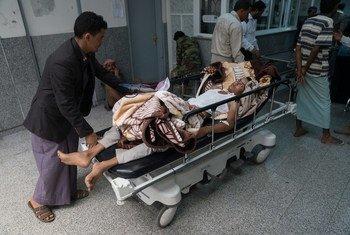 Un paciente con cólera es ingresado en un hospital de Sana´a.