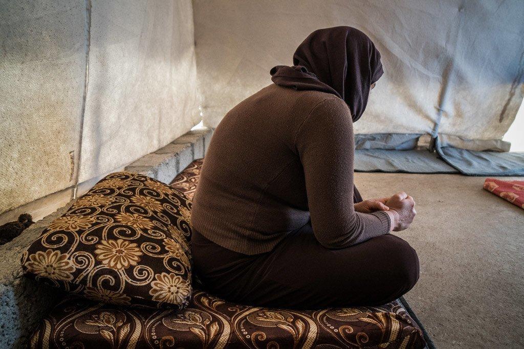 Myazidi kutoka Sinjar  nchini Iraq ambaye alitekwa nyara na kikundi cha ISIL, hapa yuko kwenye kambi ya wakimbizi wa ndani  ya Mamilyan  huko Akre, nchini Iraq
