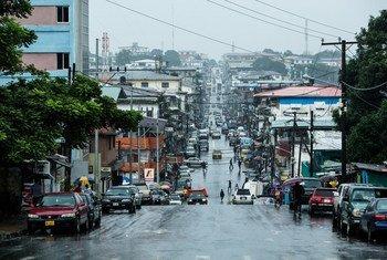 Benson Street, dans le centre-ville de Monrovia, au Libéria.
