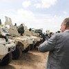 秘书长南苏丹问题特别代表兼联合国南苏丹特派团负责人希勒在南苏丹首都朱巴会见新进抵达的区域保护部队人员。联合国图片/Isaac Billy