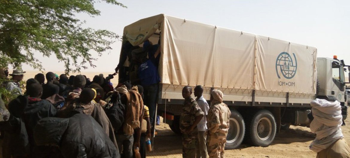 IOM together with the Nigerien Civil Protection rescue 23 Gambian and Senegalese migrants who had been abandoned by their drivers.