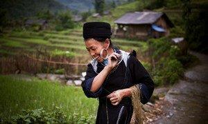 Mwanamke wa kabila la asili kutoka kijiji cha Sin Chai, Sapa nchini Vietnam