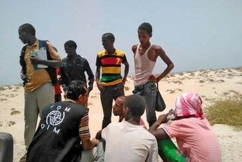 من الأرشيف: فرق المنظمة الدولية للهجرة تساعد مهاجرين صوماليين وإثيوبيين في اليمن.