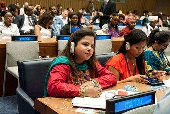 """Participantes en el evento """"Jóvenes construyendo la paz"""" durante el Día de la Juventud."""