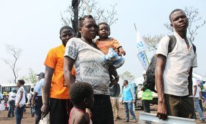 Des familles ayant fui des attaques de milices au Kasaï, en République démocratique du Congo, arrivent an août dans le nord de l'Angola. Photo HCR/Rui Padilha