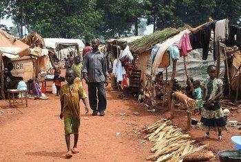Dans la préfecture de Haute Kotto, en République centrafricaine, des personnes déplacées du site de PK3. Photo OCHA/Yaye N. Sene