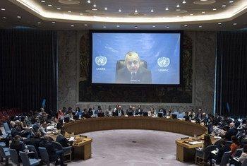 Le Représentant spécial du Secrétaire général pour le Kosovo, Zahir Tanin, fait un exposé devant le Conseil de sécurité. Photo ONU/Kim Haughton
