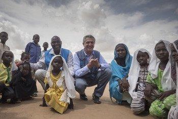 El Alto Comisionado de la ONU para los Refugiados, Filipo Grandi, visitó un campamento de refugiados en Sudán. Foto: ACNUR/Petterik Wiggers