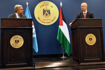 Secretary-General António Guterres (left) and Prime Minister Rami Hamdallah of the State of Palestine brief the press.