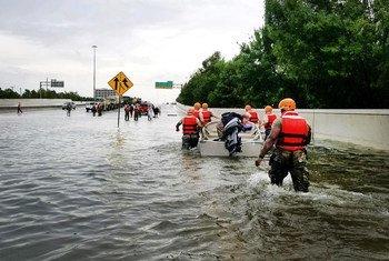 Eventos extremos, como os que atingiram Houston, nos EUA, em Agosto, são cada vez mais comuns.