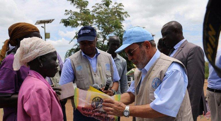 El Director General de la Organización de las Naciones Unidas para la Alimentación y la Agricultura (FAO), José Graziano da Silva, en Uganda. Foto: FAO/Anita Tibasaaga