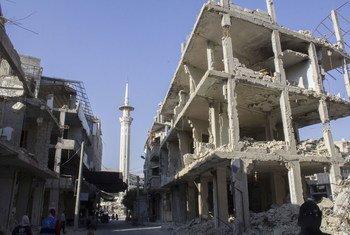 صورة من الأرشيف لدمار ناجم عن القتال في مدينة دوما بريف دمشق
