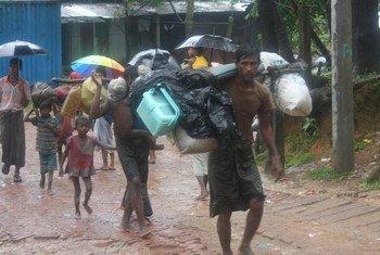 Refugiados rohingya a su llegada a un campamento en Bangladesh Foto: ACNUR/Vivian Tan