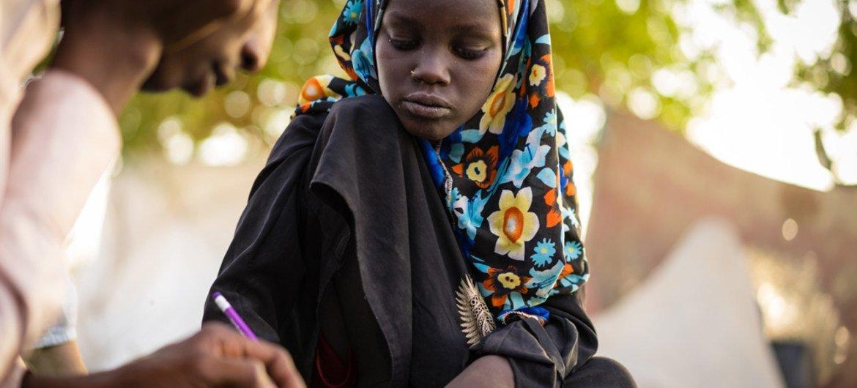 Esta niña de 11 años perdió una de sus piernas en un ataque suicida contra un campo de desplazados en al región del Lago Chad. Foto: UNICEF / Bahaji