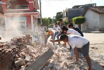In Oaxaca, Mexico, volunteers from San Blas Atempa help remove debris and clear the streets of San Mateo del Mar affected by the earthquake.