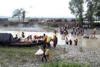 从缅甸逃离、抵达孟加拉国难民营的罗兴亚人。国际移民组织/Saikat Biswas