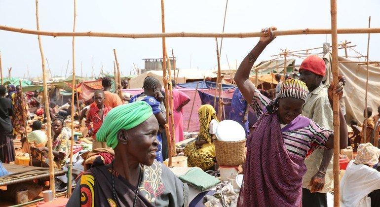 فر آلاف الناس من الصراع إلى موقع الأمم المتحدة لحماية المدنيين في واو (جنوب السودان) حيث توفرت لهم الخدمات الأساسية.