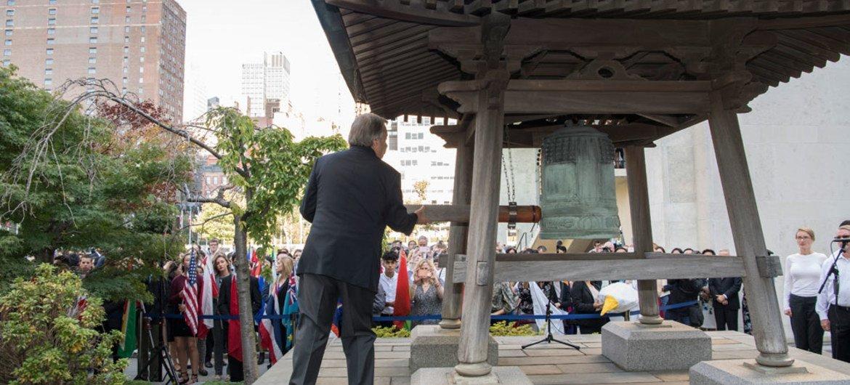 Генеральный секретарь Антониу Гутерриш ударил в «Колокол мира»