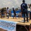 A Kavumu, en République démocratique du Congo (RDC), les Nations Unies travaillent avec des communautés locales pour sensibiliser la population à la prévention de l'exploitation et des abus sexuels.