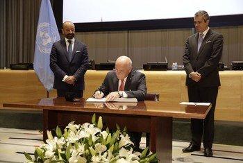 Cérémonie de signature du Traité sur l'interdiction des armes nucléaires au siège de l'ONU à New York, le 20 septembre 2017. Photo ONU/Paulo Filgueiras