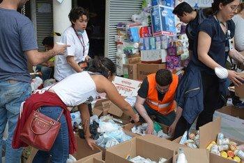 Voluntarios reparten ayuda en México. Foto: CINU México