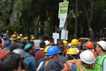 Voluntarios trabajan en las calles de la Ciudad de Mexico afectadas por el terremoto. Foto: CINU México