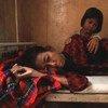 Девочка смотрит  на  умирающую от  СПИДа  маму. Камбоджа.  Фото Всемирного банка