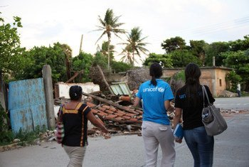 In Oaxaca, Mexico, UNICEF staff make a rapid assessment of the damage in San Pedro Huilotepec caused by the earthquake.