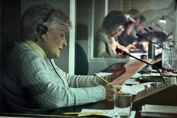 Des interprètes des Nations Unies lors d'une réunion du Conseil de sécurité (novembre 2008). Photo ONU/Paulo Filgueiras