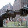 Сотни людей в мире ежедневно становятся жертвами насилия с применением огнестрельного оружия.