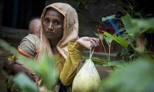 Una refugiada en Bazar Cox, Bangladesh recibe asistencia humanitaria de Naciones Unidas y sus socios en el terreno. Foto: PMA/ Saikat Mojumder.