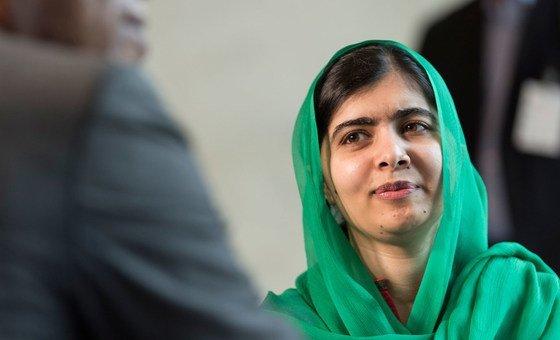Malala defende o direito das meninas a estudarem. Em 2014, ela ganhou o Prêmio Nobel de Paz.