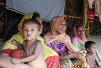 Refugiados rohingya en Bazar Cox, Bangladesh. Foto: OCHA/Anthony Burke.