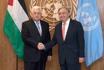 El Secretario General, António Guterres, y el presidente palestino, Mahmoud Abbas. Foto de archivo: ONU / Evan Scheneider