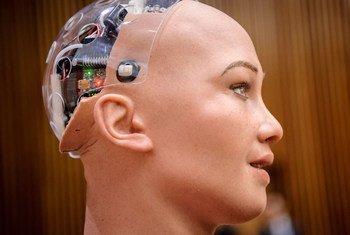 Roboti aliyepatiwa jina la Sophia ni miongoni mwa  ubunifu wa hali ya juu kwenye akili bandia.