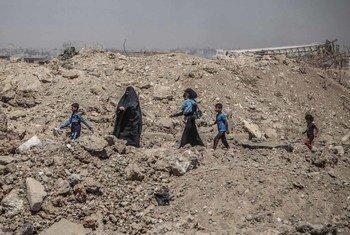 Des personnes déplacées dans la région de Mossoul, en Iraq. Photo OCHA/Themba Linden