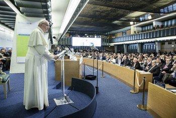 El Papa Francisco en la sede de la FAO en Roma en la ceremonia del Día Mundial de la Alimentación. Foto: FAO/Giuseppe Carotenuto